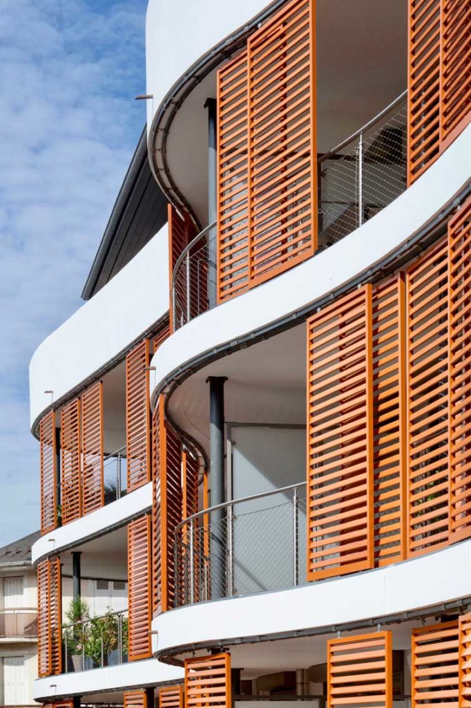 Bâtiment le Kristal - Albertville, Savoie - facade ondulée