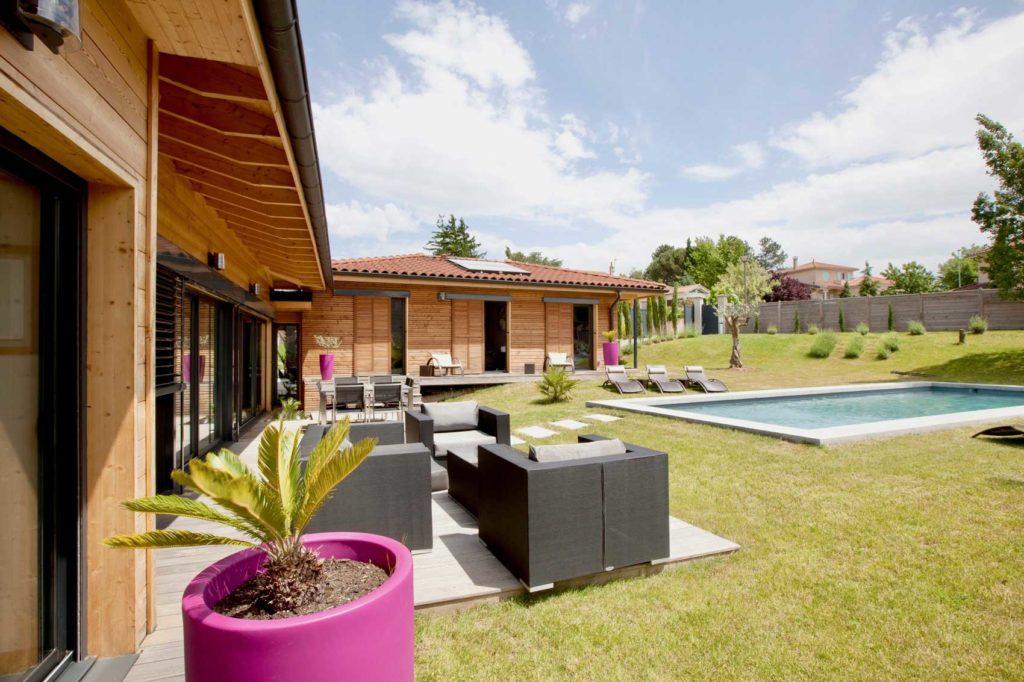 Maison Bois Lissieu - jardin piscine