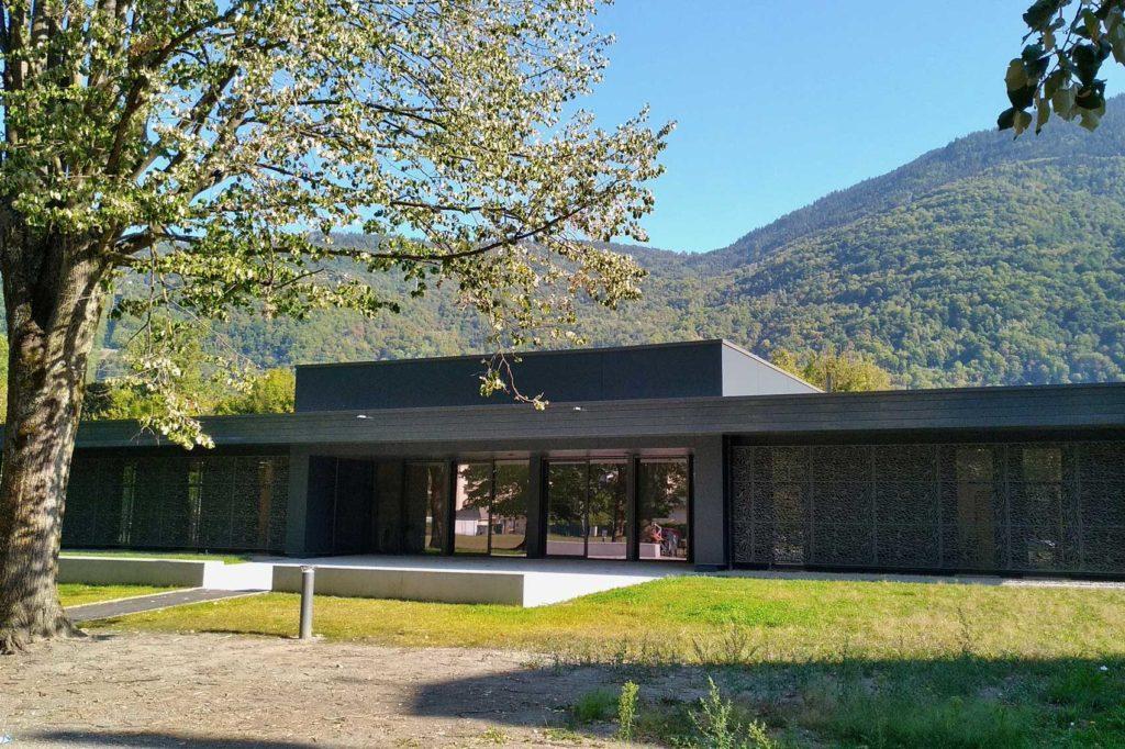 Salle pluridisciplinaire à Aiguebelle - entrée