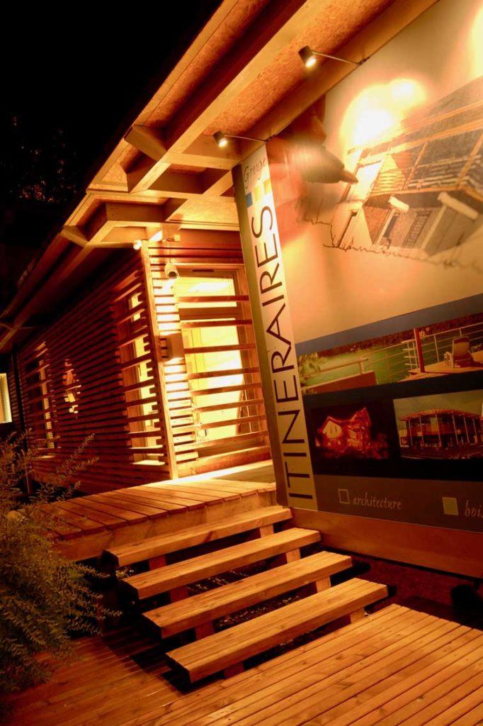 Siège Itinéraires Bois - escaliers de l'entrée bois